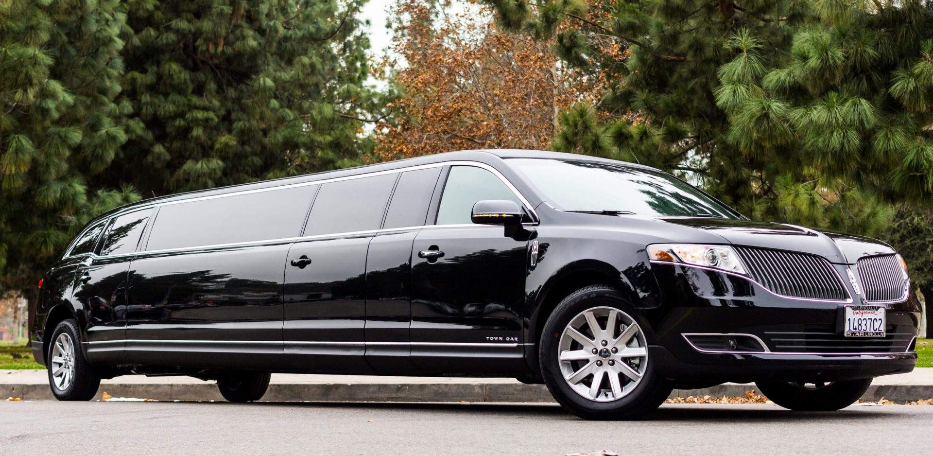 Lincoln MKT Stretch Limo | Eminent Limo
